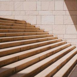 Stufen, Kind, Treppe, Herausforderung, unsplash.com, Mikito Tateisi