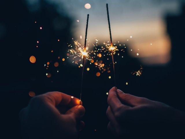 Neujahr, Feuerwerk, 2018, unsplash.com, Ian Schneider