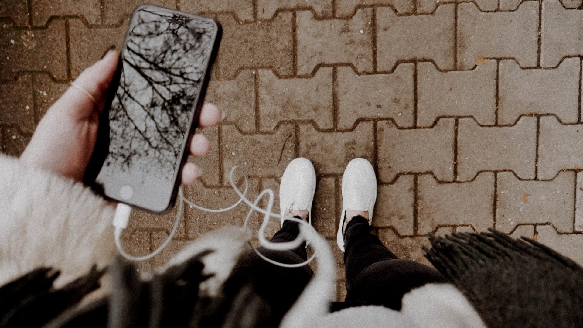 Smartphone, Handy, Podcast, unsplash.com, Melanie Pongratz