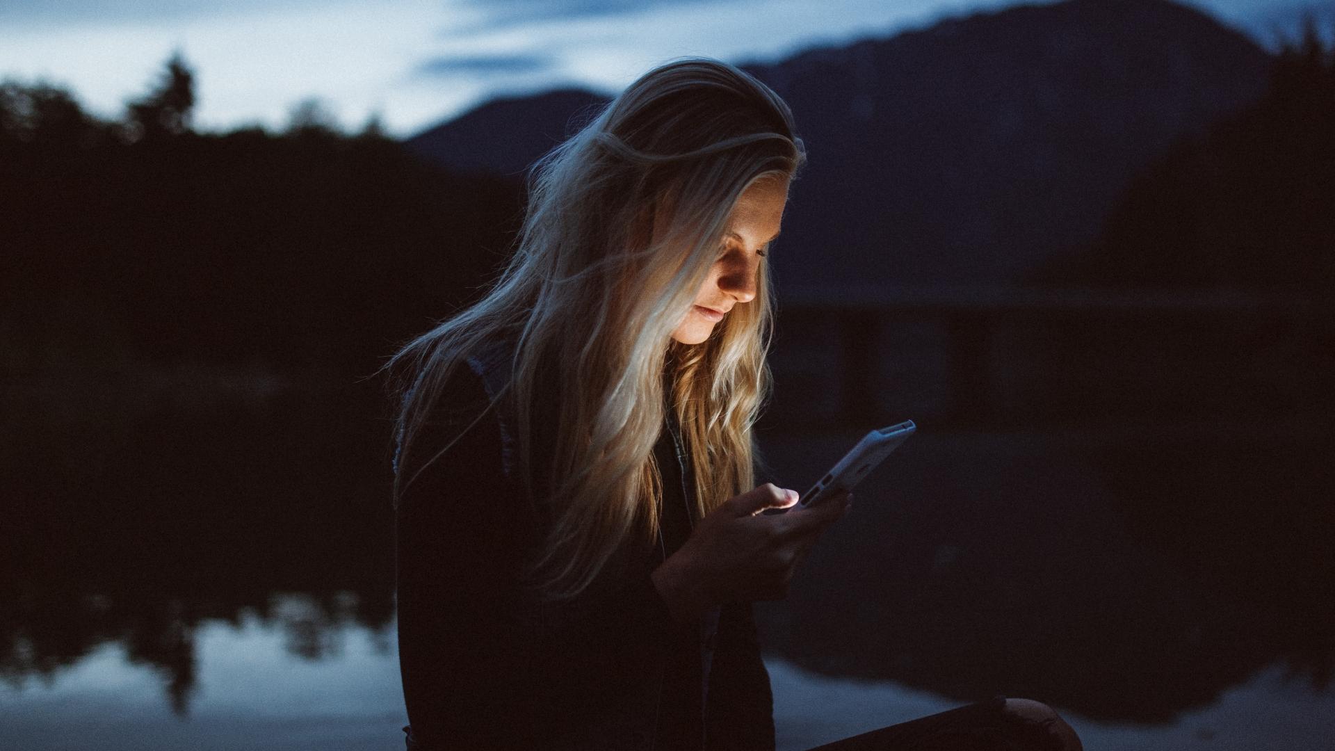 Handy, Mediensucht, Smartphone, unsplash.com, Becca Tapert