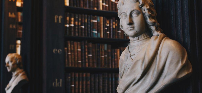 Statue, Bibliothek, Geschichte, unsplash.com, Giammarco Boscaro