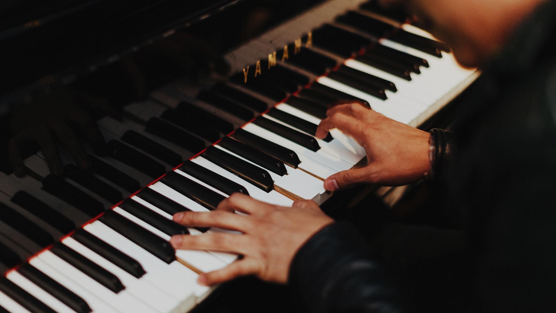 Klavier, Musik, Tango, unsplash.com, Gabruel Gurrola