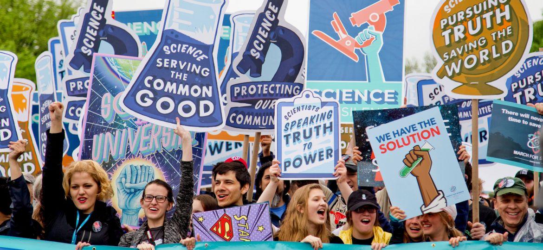 Demonstration, Wissenschaft, Protest, unsplash.com, Vlad Tchompalov