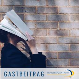 Transferzentrum, Frau, Buch, Wissenschaft, Vertrauen, unsplash.com, Siora Photography