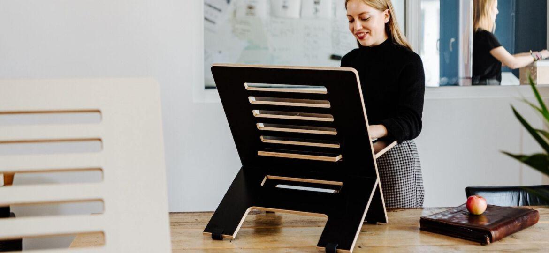 Standing Desk, Ergonomie, Homeoffice, Leicht Bewegt, unsplash.com, Standsome Worklife Style