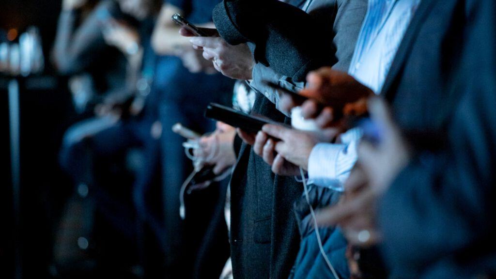 Mediensucht, Handy, Smartphone, unsplash.com, Camilo Jimenez